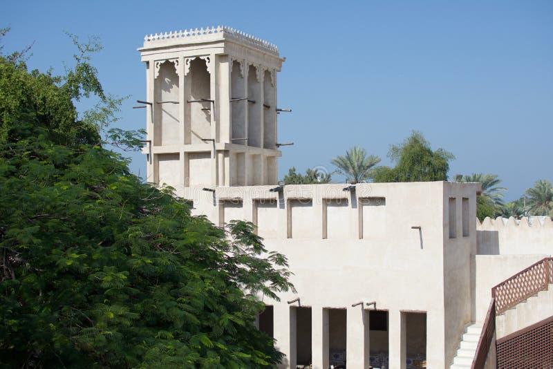 Dentro de Ras al Khaimah Museum no sol da manhã fotos de stock royalty free