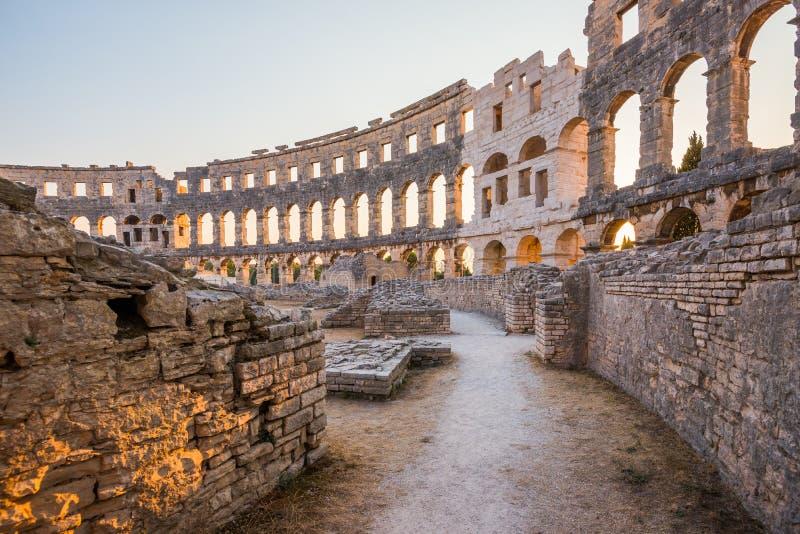 Dentro de Roman Amphitheater antiguo en pulas, Croacia fotos de archivo libres de regalías