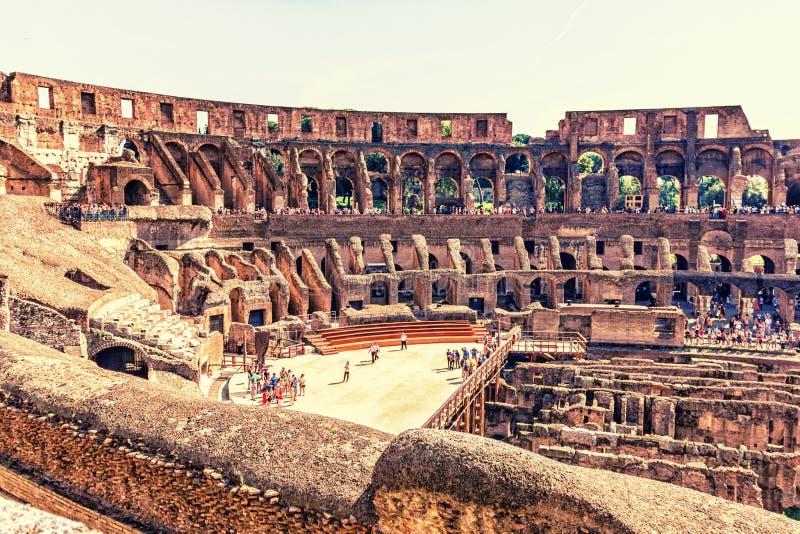 Dentro de Roman Coliseum imagenes de archivo