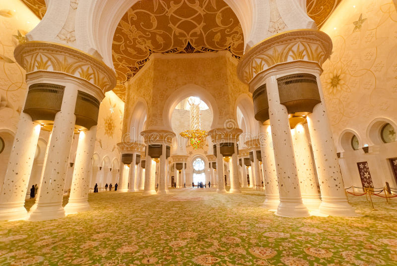 Dentro de Sheikh Zayed Grand Mosque fotografía de archivo