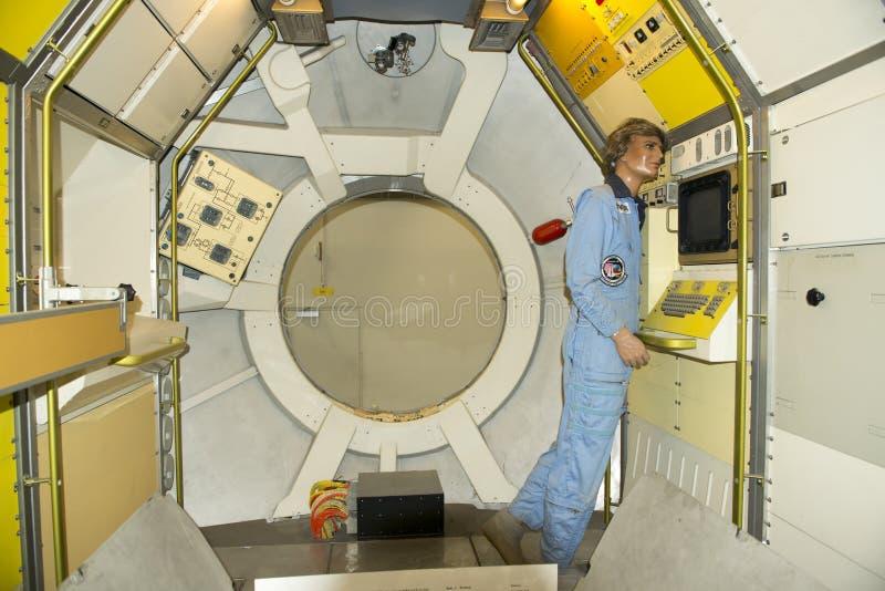 Dentro de Spacelab - laboratório de pesquisa orbital fotografia de stock royalty free
