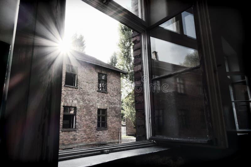 Dentro de um dos edifícios do Campo de Concentração de Auschwitz foto de stock royalty free