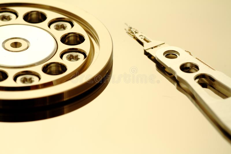 Dentro de um HDD aberto imagem de stock