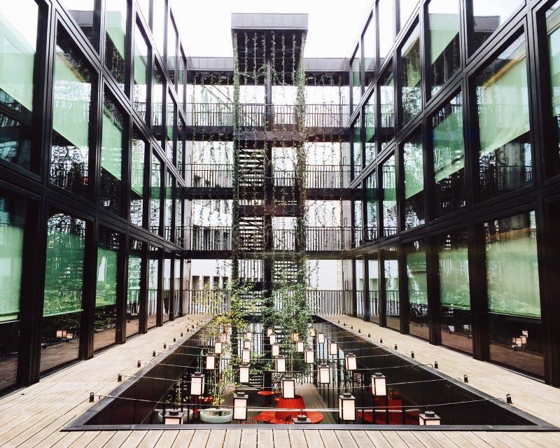 Dentro de um hotel em Bankside, Londres imagens de stock royalty free