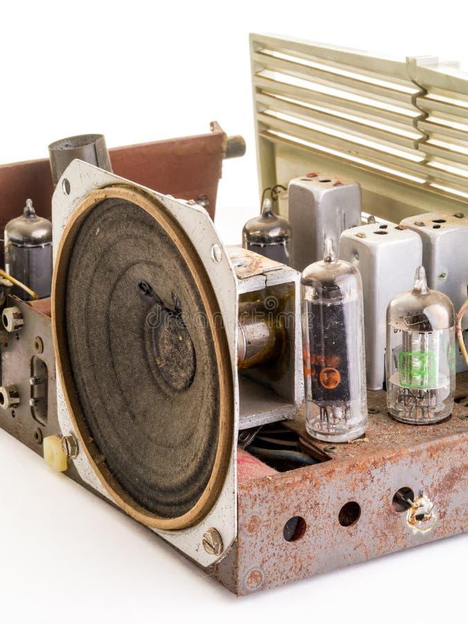 Dentro de um rádio do AM FM do vintage fotografia de stock royalty free