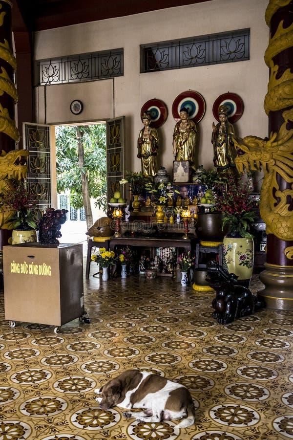 Dentro de um templo budista, Ho Chi Minh City, Vietname imagem de stock