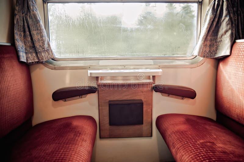 Dentro de um trem velho imagem de stock