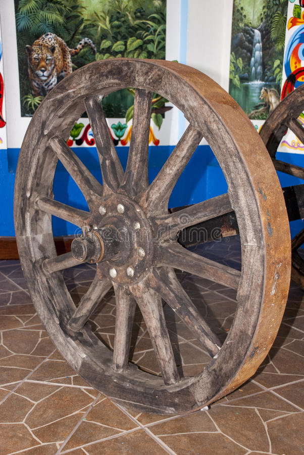 Dentro de uma fábrica velha do carro - Costa Rica fotos de stock