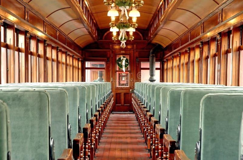 Dentro de un coche viejo del transporte de pasajeros por ferrocarril foto de archivo libre de regalías
