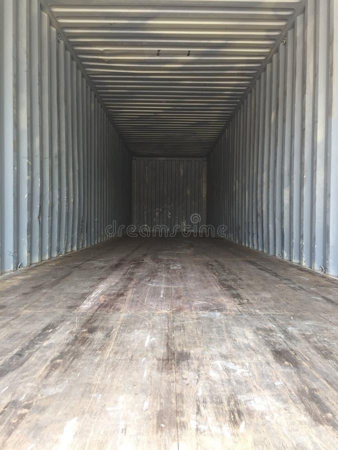 Dentro de un contenedor de 40 pies foto de archivo libre de regalías