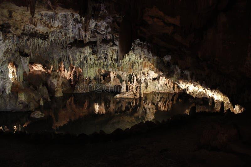Dentro de una cueva foto de archivo
