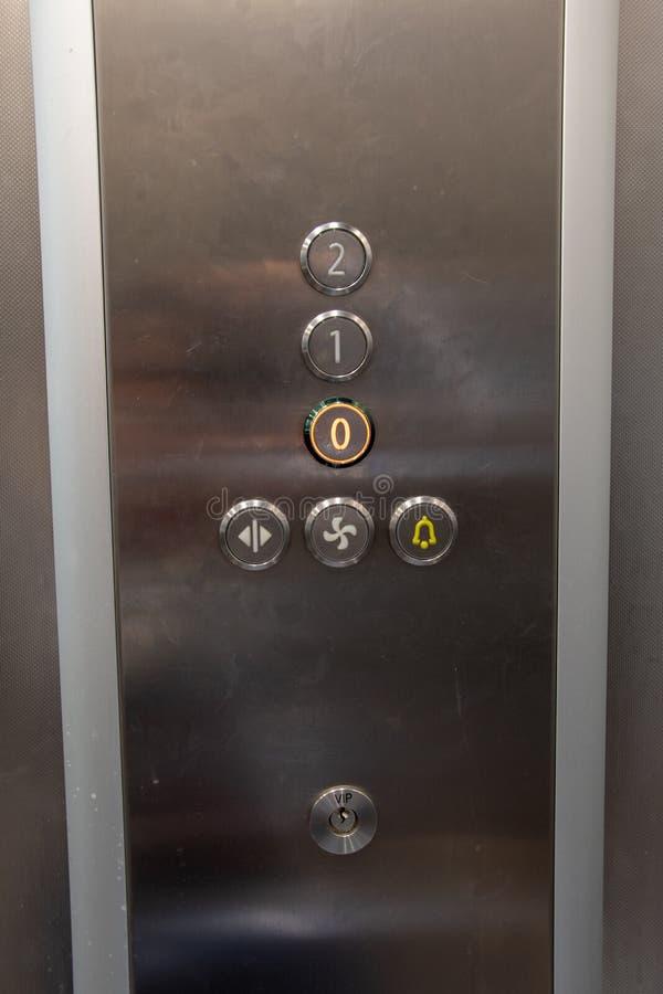 Dentro de una elevación, botones con los números para elegir opciones del piso en una elevación imagen de archivo