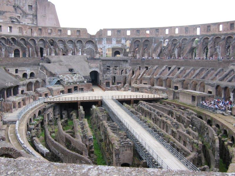 Dentro del Colosseum a Roma in Italia fotografie stock