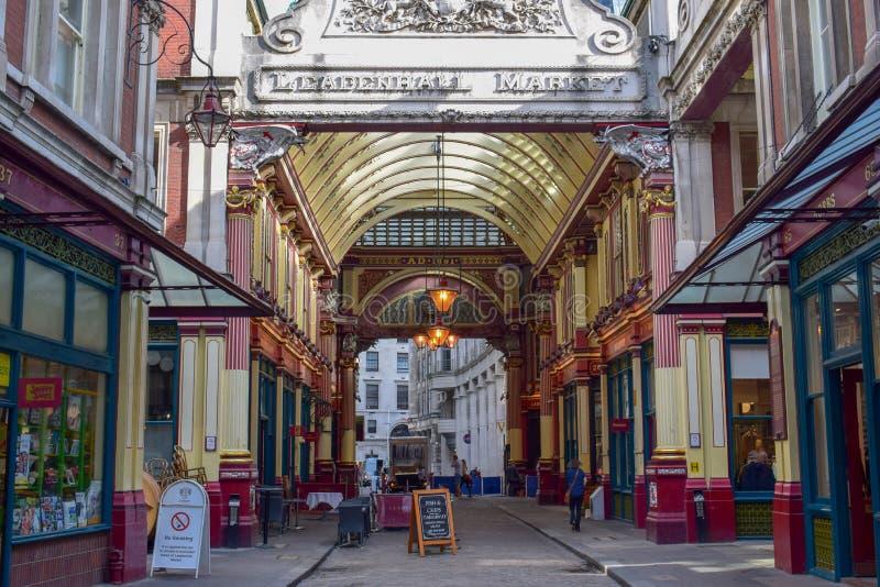 Dentro del mercado de Leadenhall en la calle de Gracechurch en Londres, Inglaterra imagen de archivo