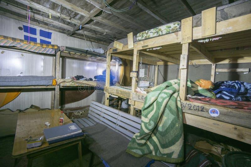 Dentro del refugio de la emergencia en Agios Antonios fotos de archivo