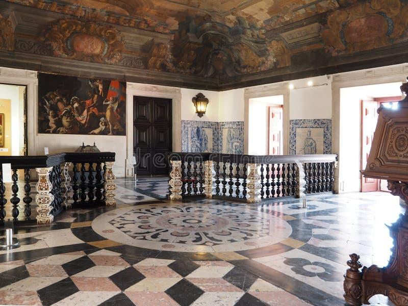 Dentro del sao Vicente de Fora en Lisboa adentro imagen de archivo