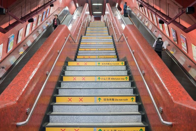 Dentro del sottopassaggio MTR Hong Kong fotografie stock libere da diritti