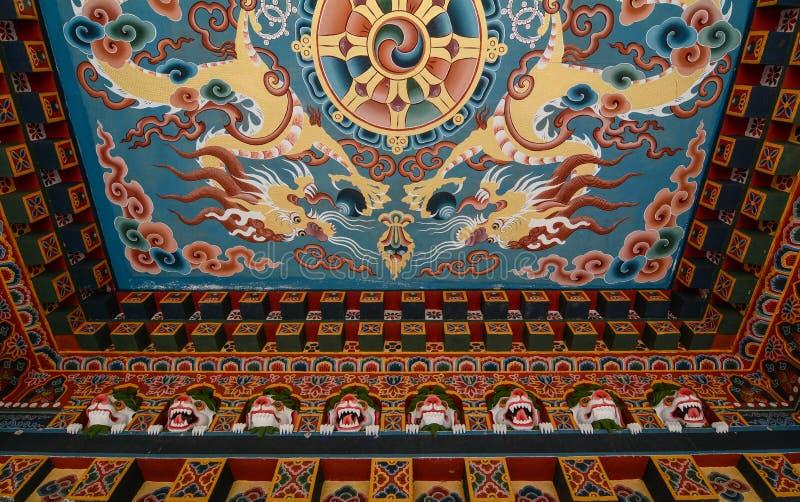 Dentro del tempio buddista del Bhutanese in India immagine stock