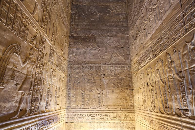 Dentro del tempio di Edfu in Edfu, l'Egitto immagini stock