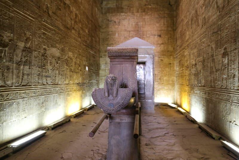 Dentro del tempio di Edfu in Edfu, l'Egitto immagine stock libera da diritti