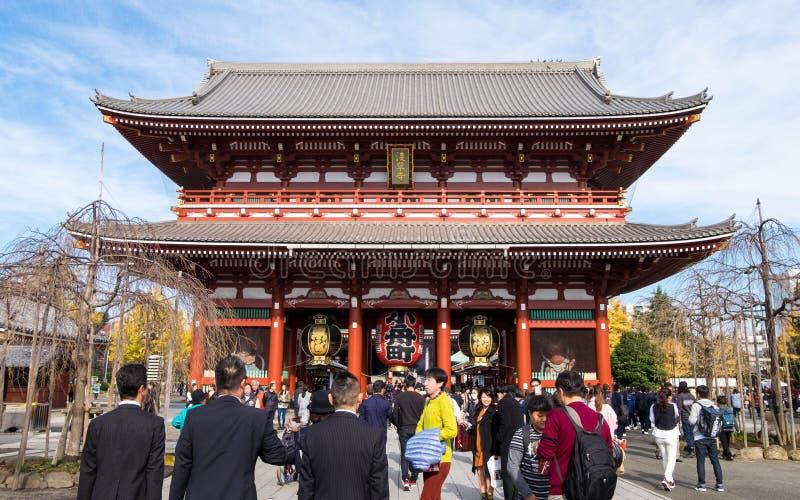 Dentro del templo o de Senso-ji de Asakusa en Tokio, Japón imagen de archivo