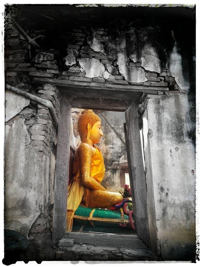 Dentro del templo viejo en Tailandia fotografía de archivo
