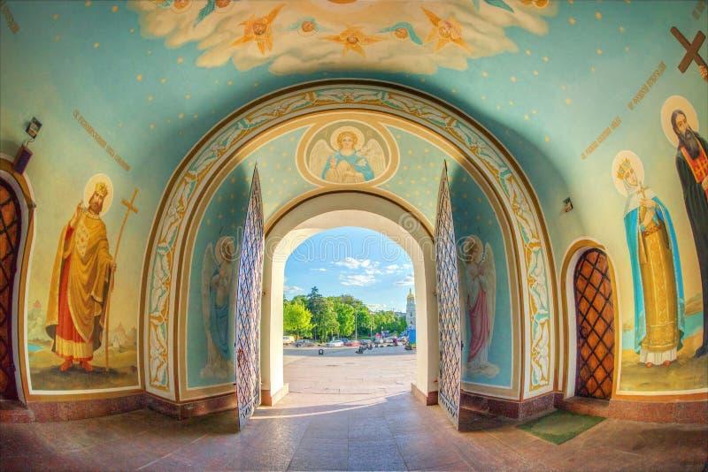 Dentro della cattedrale ortodossa, Kiev fotografia stock