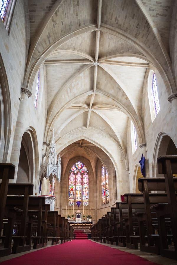 Dentro della chiesa di parrocchia di Saint Eloi in Bordeaux fotografia stock