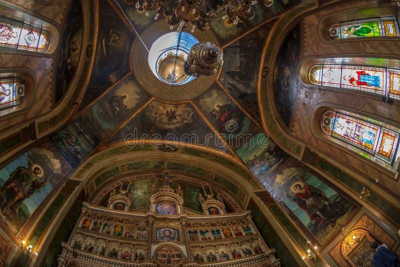 Dentro della chiesa ortodossa di Zlatari, Bucarest, Romania immagini stock