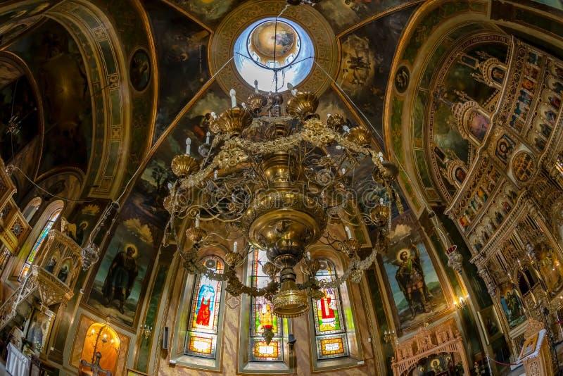 Dentro della chiesa ortodossa di Zlatari, Bucarest, Romania immagine stock libera da diritti