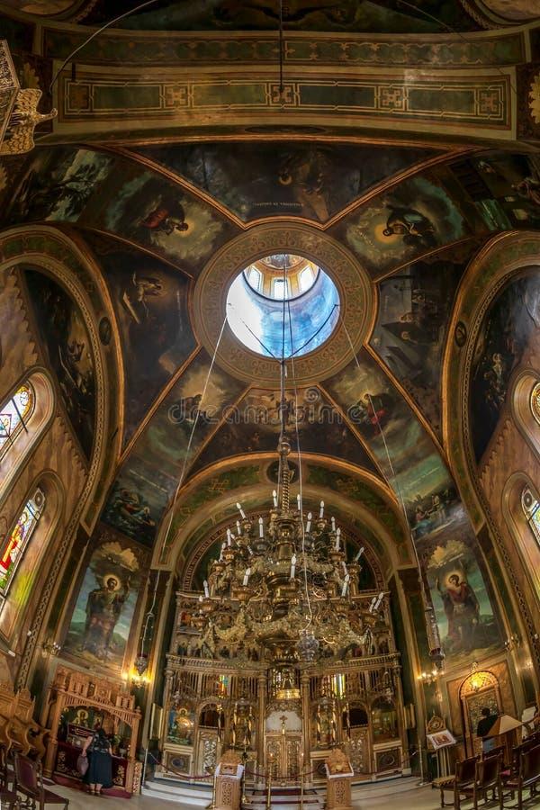 Dentro della chiesa ortodossa di Zlatari, Bucarest, Romania immagini stock libere da diritti