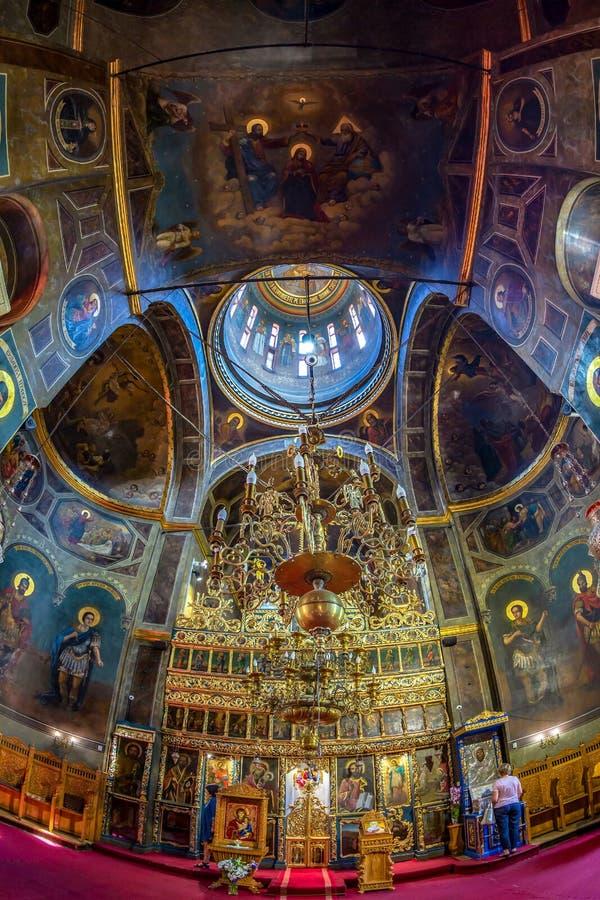 Dentro della chiesa ortodossa di Zlatari, Bucarest, Romania fotografia stock libera da diritti