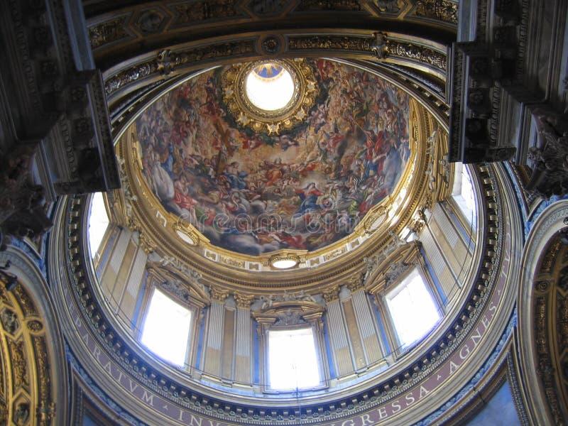 Dentro della cupola dipinta e decorata della chiesa del san Agnese in Agone a Roma, l'Italia fotografia stock libera da diritti