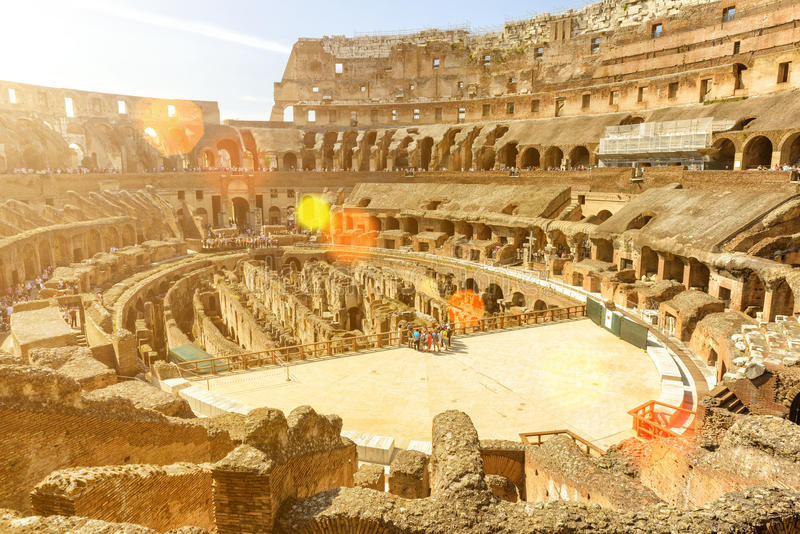 Dentro di Colosseum (Colosseo) a Roma, l'Italia immagine stock libera da diritti
