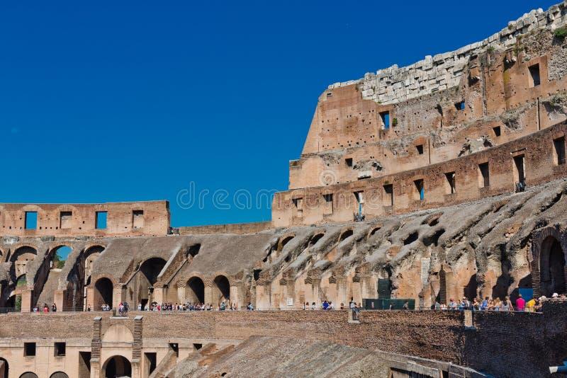 Dentro di Colosseum a Roma, l'Italia fotografie stock