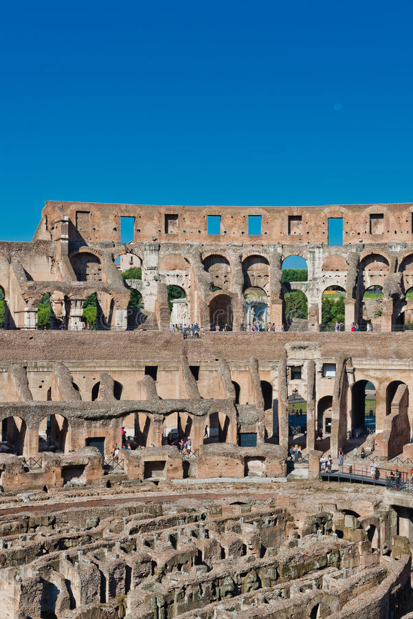 Dentro di Colosseum a Roma, l'Italia fotografie stock libere da diritti