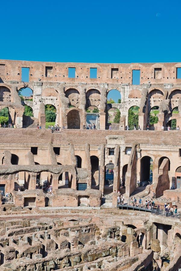 Dentro di Colosseum a Roma, l'Italia immagine stock