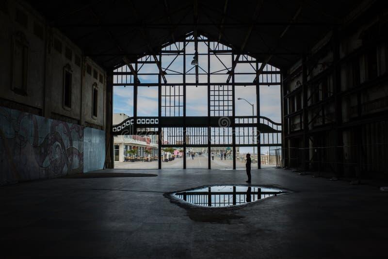 Dentro di uno scheletro di una costruzione di abandone fotografie stock libere da diritti