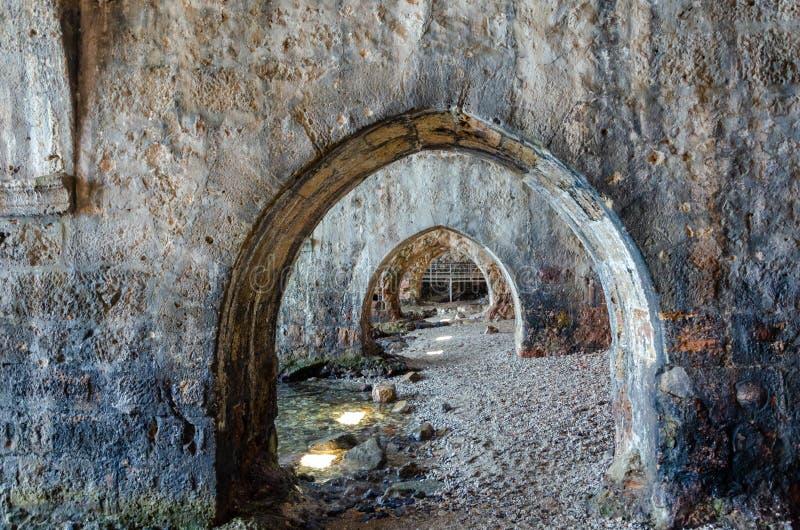 Dentro di vecchio cantiere navale nella fortezza di Alanya, Adalia, Turchia fotografia stock libera da diritti