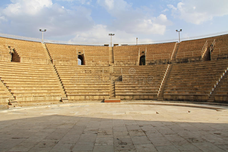 Dentro do anfiteatro no parque nacional de Caesarea Maritima imagens de stock royalty free