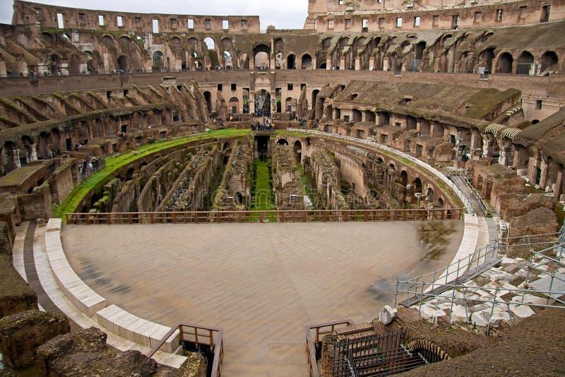 Dentro do Colosseum em Roma foto de stock