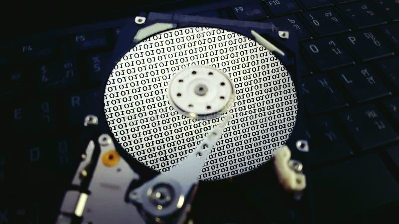 Dentro do disco rígido, o hardware mantém dados foto de stock royalty free