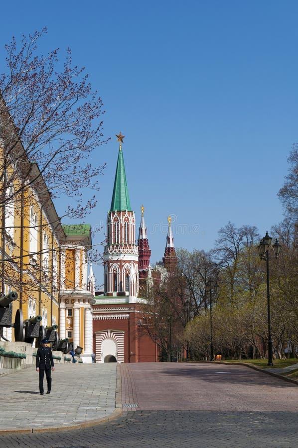 Dentro do Kremlin de Moscou, Moscou, cidade federal do russo, Federação Russa, Rússia fotografia de stock