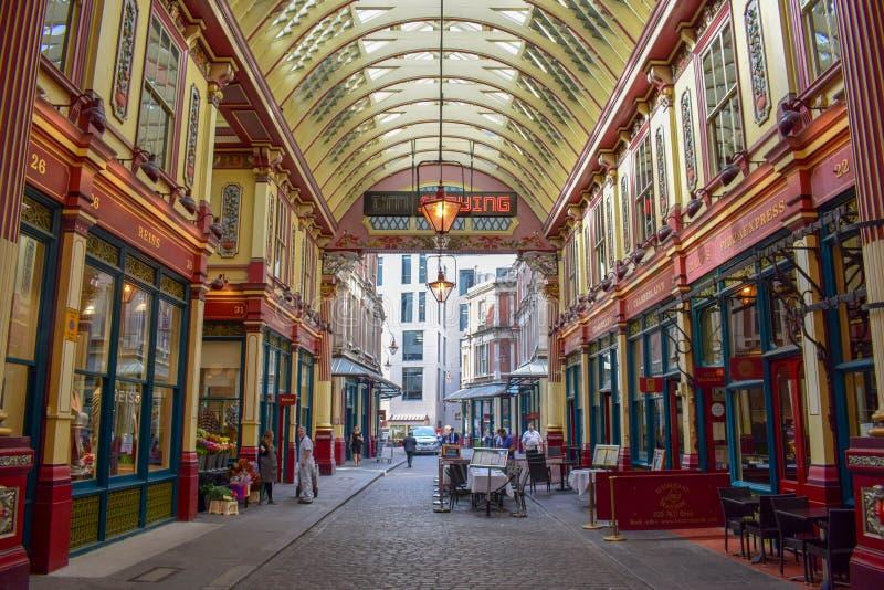 Dentro do mercado de Leadenhall na rua de Gracechurch em Londres, Inglaterra imagens de stock