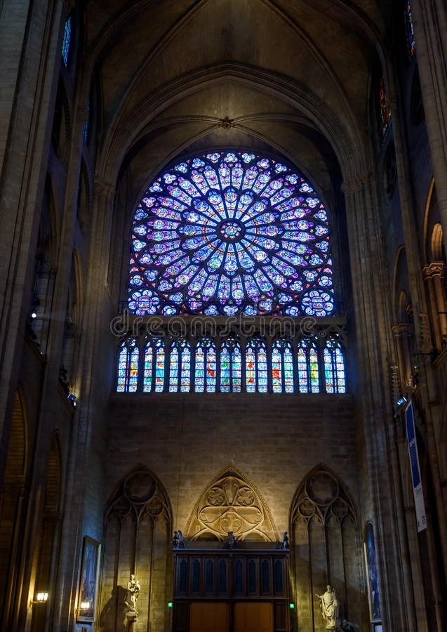 Dentro do Notre Dame de Paris, França foto de stock