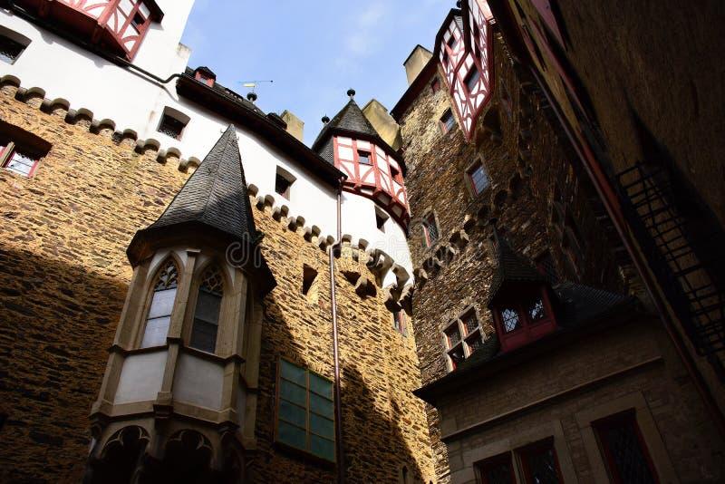 Dentro do pátio no castelo Eltz, Alemanha fotografia de stock royalty free