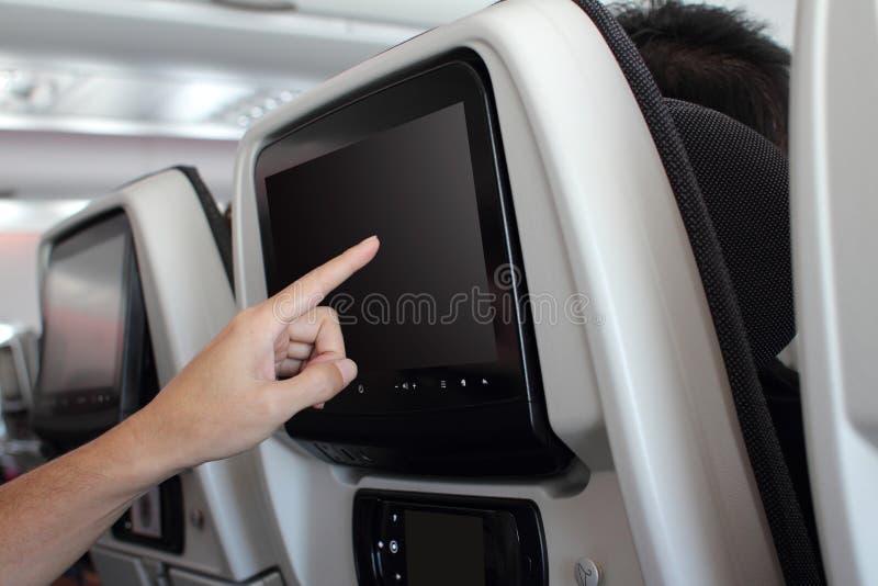 Dentro do painel LCD interior da opinião dos aviões em um avião imagens de stock royalty free