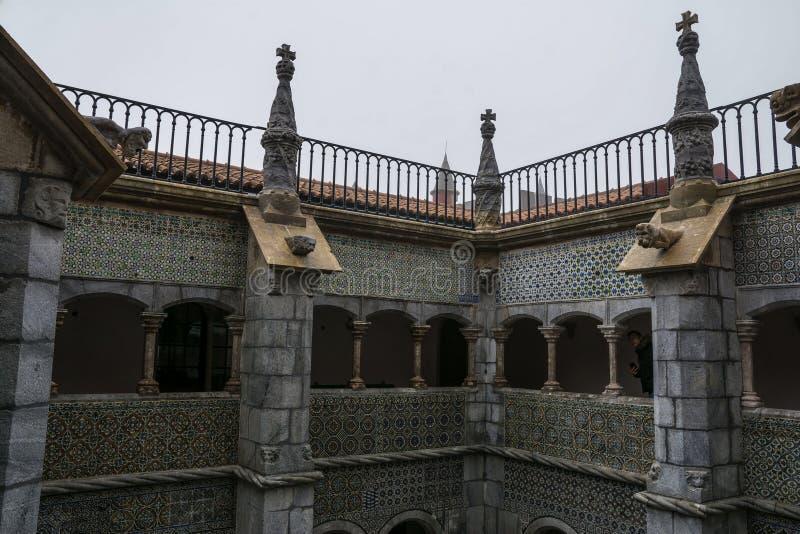 Dentro do palácio de Pena em Sintra, distrito de Lisboa, Portugal No pátio fotos de stock royalty free