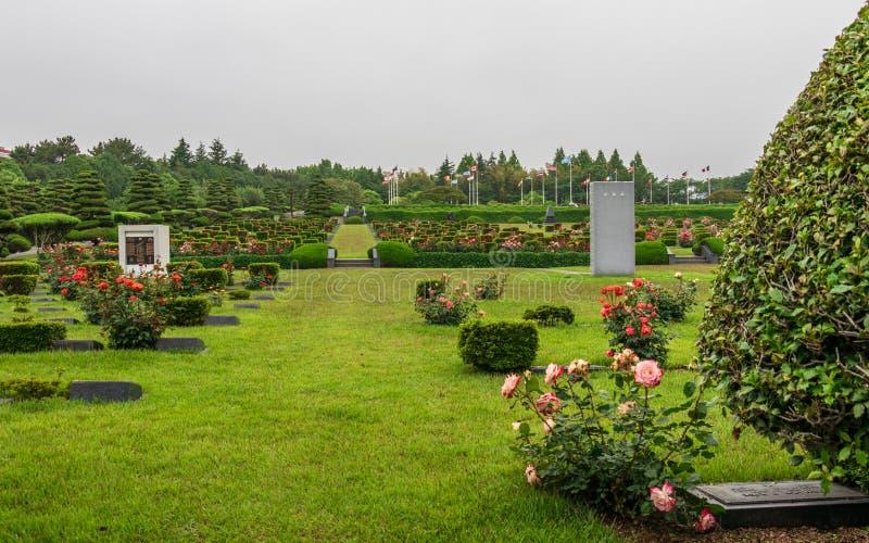 Dentro do panorama da área principal de United Nations UNO Memorial Cemetery da Guerra da Coreia em Seoul, Coreia do Sul, Ásia fotos de stock royalty free