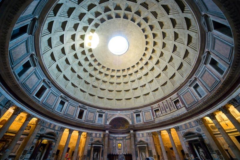 Dentro do panteão, Roma imagens de stock